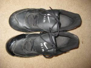 Game worn Tom Glavine cleats